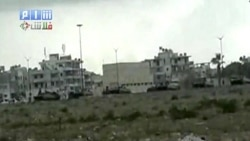 صف خودروهای ارتش سوریه در نزدیکی لاذقیه - ۱۳ اوت ۲۰۱۱