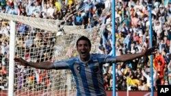 Gonzalo Higuain wwa Argentina akishangilia ushindi akiwa amepachika mabao matati katika mechi hiyo ya kundi B dhidi ya Korea Kusini.