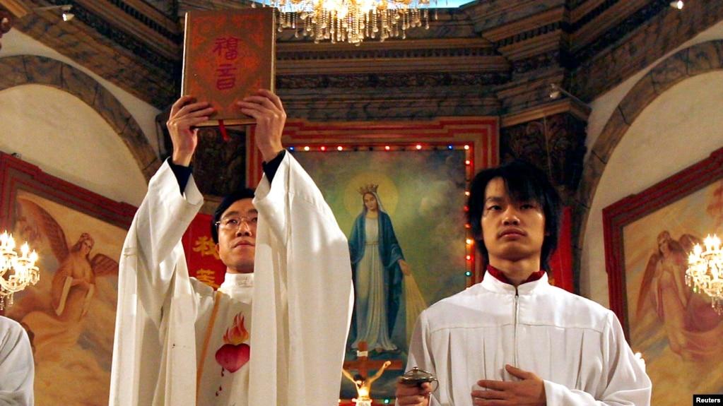 共产党胁迫天主教地下主教加入官方教会