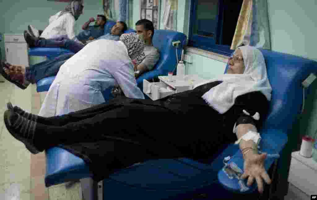 Palestinian volunteers donate blood at the blood bank of Ramallah Hospital in the West Bank, July 25, 2014.