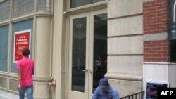 У здания номер 7 по 17-й стрит Манхэттена, где расположена ABA Gallery
