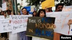 Thành viên Ủy ban Nhân quyền và Xã hội Dân sự trong thành phố Islamabad biểu tình phản đối vụ giết bà Farzana Iqbal, 29/5/14