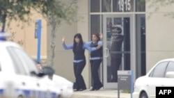 Заложники выходят из здания банка в Техасе