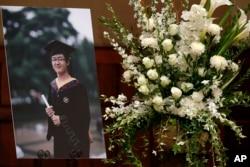 2014年8月美国南加大中国留学生纪欣然追悼会上他的照片。