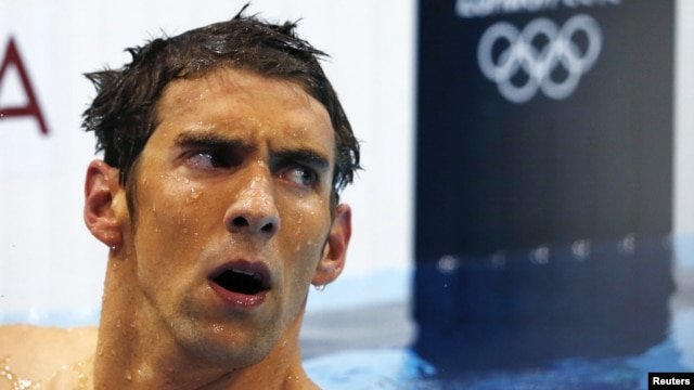 Michael Phelps of the U.S. reacts after finishing in fourth place in the men's 400m individual medley during the London 2012 Olympic Games at the Aquatics Centre July 28, 2012.  REUTERS/Michael Dalder (BRITAIN  - Tags: SPORT OLYMPICS SPORT SWIMMING)