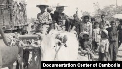 Cambodians trudged back to their home villages after the fall of the Democratic Kampuchea regime, like this group pictured in Siem Reap province in January 1979. (Courtesy of Documentation Center of Cambodia Archives)