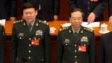 2017年3月5日,中共中央军委政治工作部主任张阳(左)与中共中央军委联合参谋部参谋长房峰辉在北京人大会堂参加全国人大会议开幕式。