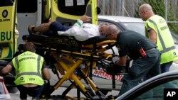 Um dos atacantes transmitiu o massacre ao vivo pelo Facebook