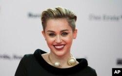 Singer Miley Cyrus arrives for the Bambi 2013 media awards in Berlin, Germany, Nov. 14, 2013.