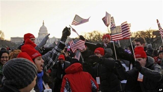 21일 미국 바락 오바마 대통령 2기 취임식이 국회의사당에서 열리는 가운데, 이른 아침부터 의사당 앞에 모여든 축하 인파.