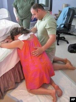 克拉默在分娩前承受阵痛