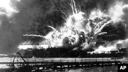 USS შო - ამერიკული გამანადგურებელიდაბომბვის შემდეგ აფეთქდა