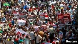 Демонстрация сторонников свергнутого президента Египта Мохамеда Мурси. Каир 17 июля 2013 г.