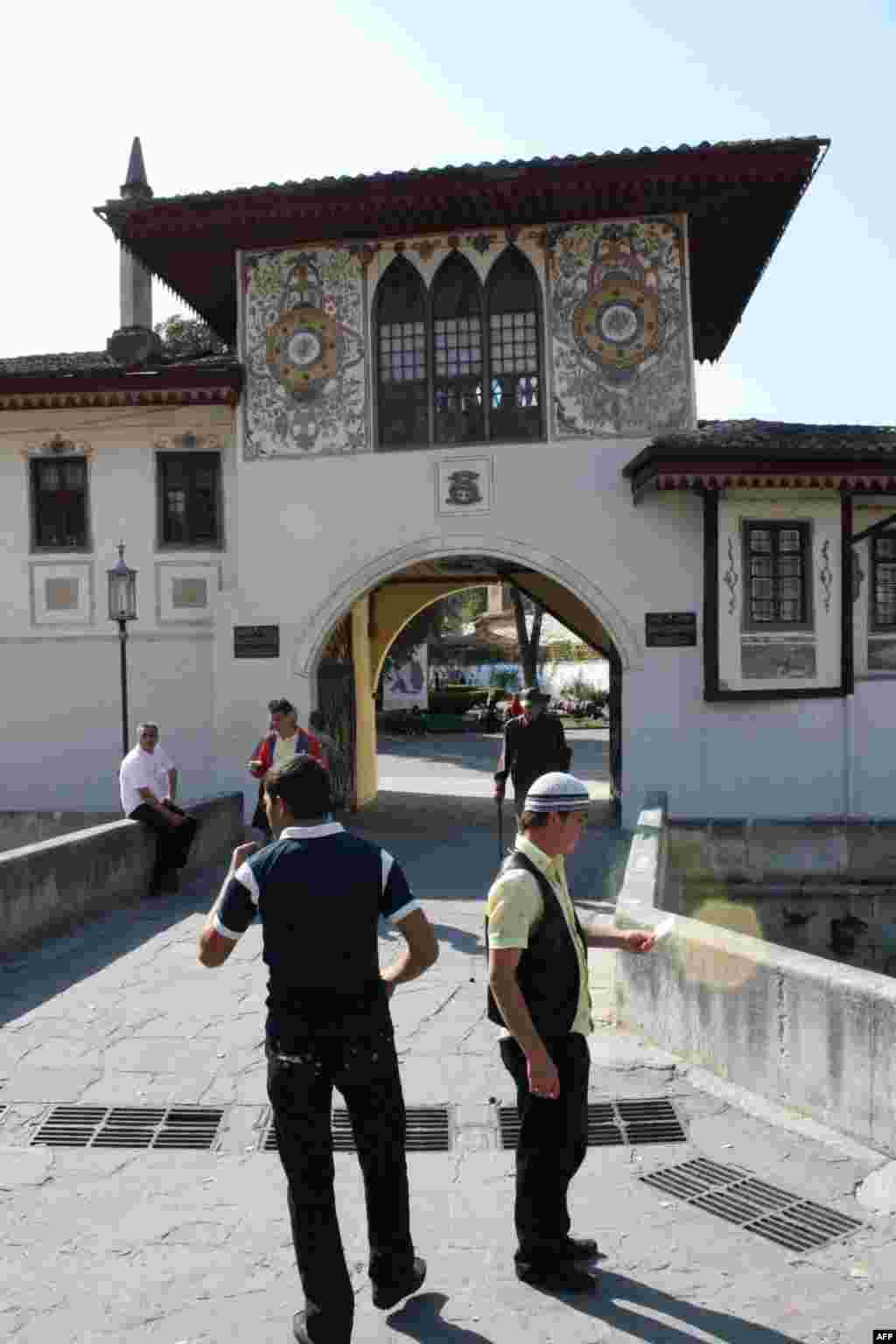 зазывалы в центрального входа в бахчисарайский Ханский дворец
