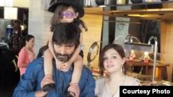 یاسین ملک، اپنی اہلیہ مشال ملک اور بیٹی کے ساتھ۔