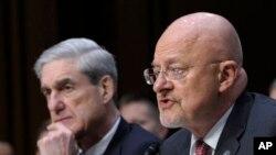 Giám đốc Tình báo Quốc gia James Clapper (phải) và Giám đốc FBI Robert Mueller trong buổi điều trần trước Ủy ban Tình báo Thượng viện 12/3/13