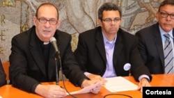 Activistas religiosos como el padre Eugenio Hoyos junto a Gustavo Torres, presidente de Casa en Acción se unen a líderes sindicales y organizaciones comunitarias para convocar a una marcha en Washington para el 8 de octubre.