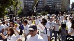 En Quito, Ecuador, periodistas celebran el día de la libertad de prensa con una marcha por la ciudad.