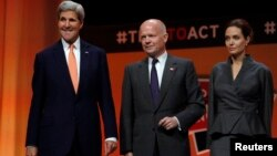 (L-R) U.S. Secretary of State John Kerry, Britain's Foreign Secretary William Hague and actress and campaigner Angelina Jolie pose at a summit to end sexual violence in conflict, at the Excel center in London, June 13, 2014.