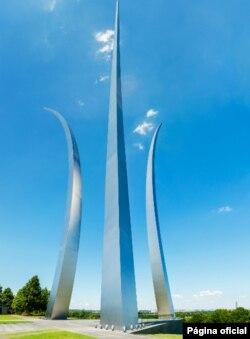 Monumento a los Héroes de Guerra de la Fuerza Aérea de EE.UU., Arlington, Virginia.