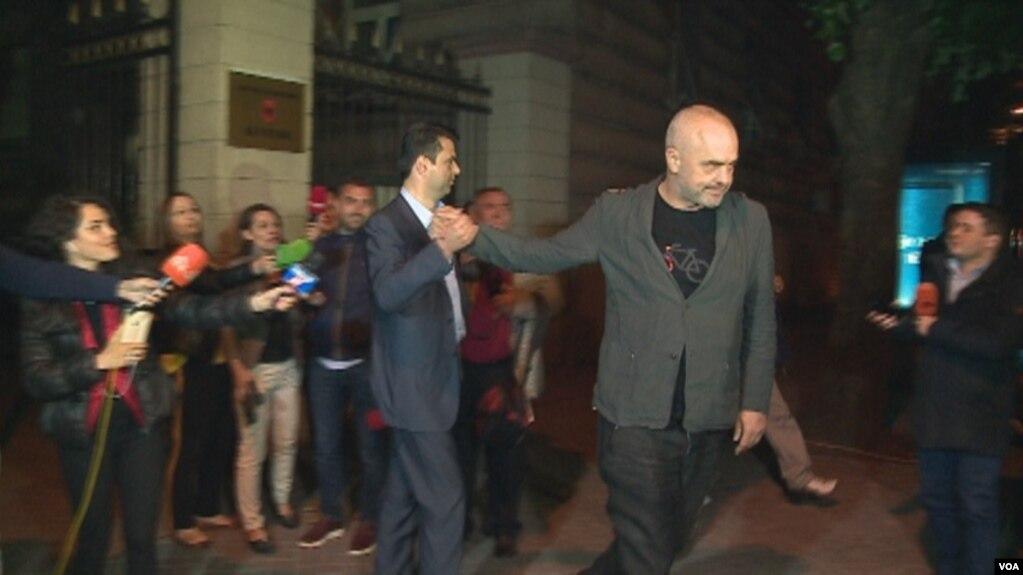 Tiranë: Zgjedhjet shtyhen më 25 qershor. Ndryshime në institucione dhe reforma të përbashkëta.