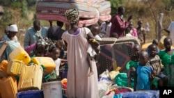 Réfugiés du Soudan du Sud ayant traversé la frontière en Ouganda, le 6 janvier 2014.