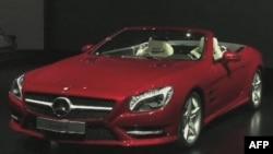 Các công ty sản xuất ôtô quảng cáo các thiết bị điện tử mới nhất sẽ được cài đặt trên các hiệu xe xuất xưởng năm 2012