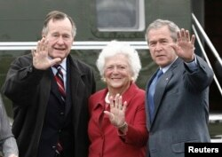 FILE - Then-U.S. President George W. Bush, right, waves alongside his parents, former President George Bush and former first lady Barbara Bush upon their arrival Fort Hood, Texas, April 8, 2007.