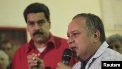 Ketua MPR Diosdado Cabello (kanan) bersama Wapres Venezuela Nicolas Maduro dalam sebuah acara di Caracas (3/1).