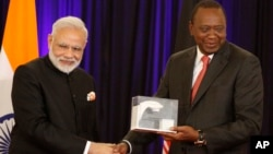 Indian Prime Minister Narendra Modi, left, shakes hands with Kenyan President Uhuru Kenyatta at the State House in Nairobi Kenya, July 11, 2016.