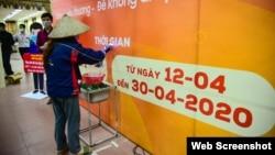 Máy ATM gạo tại Nhà Văn hóa - Thể thao phường Nghĩa Tân, quận Cầu Giấy, Hà Nội. Photo Baotintuc