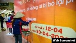 ATM gạo tại Nhà Văn hóa - Thể thao phường Nghĩa Tân, quận Cầu Giấy, Hà Nội. Photo Baotintuc