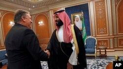Майк Помпео и принц Мохаммед бен Сальман. Эр-Рияд, Саудовская Аравия, 16 октября 2018.
