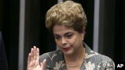 Presidentja braziliane e pezulluar nga detyra, Dilma Rousseff, gjatë seancës së Senatit për shkarkimin e saj më 29 gusht, 2016
