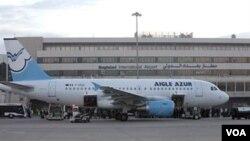 Pesawat, yang dioperasikan oleh maskapai penerbangan Perancis Aigle Azur mendarat di Bandara Internasional Baghdad.