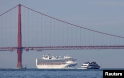The Grand Princess cruise ship carrying passengers who have tested positive for coronavirus arrives past the Golden Gate bridge in San Francisco, California, U.S. March 9, 2020. (REUTERS/Fred Greaves)