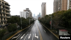 Una vista de una avenida totalmente vacía de la ciudad de Wuhan, en el centro de China, el 20 de enero de 2020.