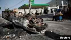 Machin ki boule nan lari kapital Peyi d Ayiti - Konsekans zak kraze-brize, piyaj ak dechoukaj nan Pòtoprens (Foto/VOA, 8 jiyè 2018).