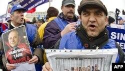 Rumunët kërkojnë dorëheqjen e qeverisë