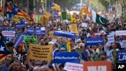 صدها نفر با شرکت در تظاهراتی در بارسلون حمله تروریستی در این شهر را محکوم کردند.