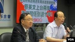台灣在野黨國民黨智庫舉行蔡政府執政兩週年兩岸政策總體檢記者會(美國之音張永泰拍攝)