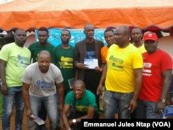 """Une équipe de """" l'opération 11 millions d'inscrits"""", sur le terrain de sensibilisation des citoyens à s'inscrire sur les listes électorales, le 7 septembre 2017. (VOA/Emmanuel Jules Ntap)"""