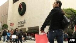 Niềm tin của người tiêu tăng họ có khuynh hướng mua sắm nhiều hơn