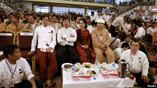 Burma pro-democracy leader Aung San Suu Kyi and 88 generation student leader Min Ko Naning (2nd L) attend an event on the 25th anniversary of the democratic uprising known also as '8888',  at Burma Convention Center in Rangoon, August 8, 2013.
