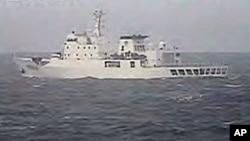 日本海上警卫队2010年拍摄到的中国渔政船进入有争议海域资料照