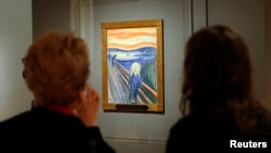 """FILE - Two women view Edvard Munch's iconic """"The Scream"""", a pastel-on-board (1895) during a press preview of an exhibition of Munch's work at New York City's Museum of Modern Art (MoMA) October 24, 2012. ( REUTERS/Mike Segar)"""