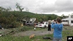 토네이도가 휩쓸고 간 테네시 주의 한 마을