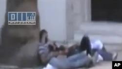쓰러져 있는 시리아 시위대원들