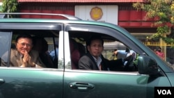 FILE - Kem Sokha leaves the Phnom Penh Municipal Court after his trial on February 6, 2020 finished. (Malis Tum/VOA Khmer)