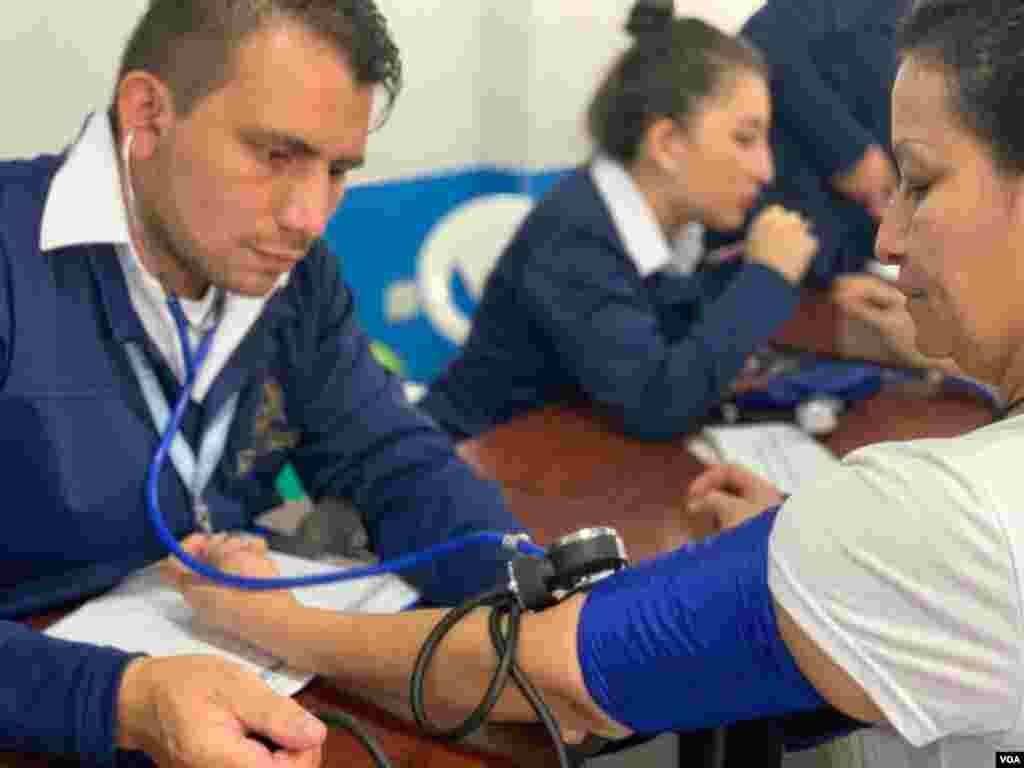 Los asistentes recibieron servicios de salud familiar, con el apoyo la Fundación Universitaria Juan N. Corpas, que dispuso más de 100 personas, entre las que se encontraban estudiantes de medicina y enfermería, y docentes.